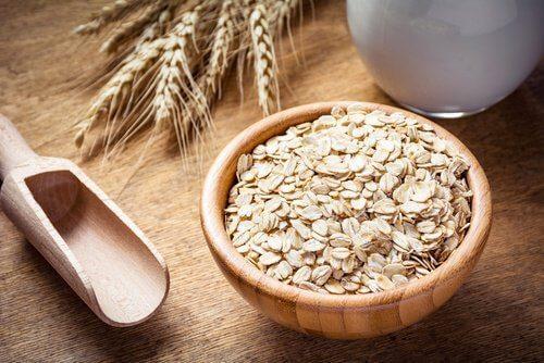 खाद्य जो लड़ते हैं थकान और सिरदर्द से: ओटमील