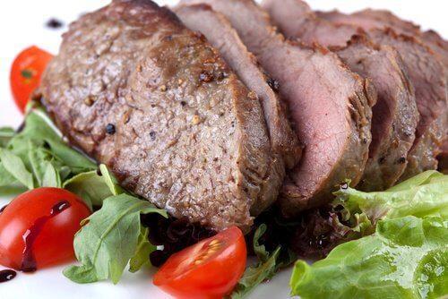 खाद्य जो लड़ते हैं थकान और सिरदर्द से: लीन मीट