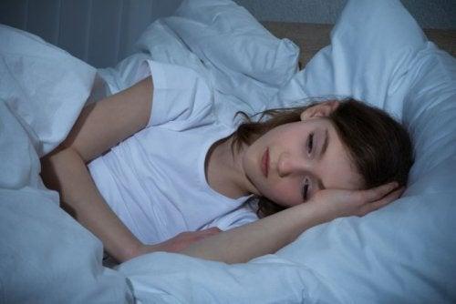 रात में पसीना आने के 5 कारण जिन पर हमें ध्यान देना चाहिए