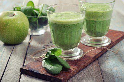 ब्लड शुगर कंट्रोल : पालक और सेलरी जूस (Spinach and celery juice)