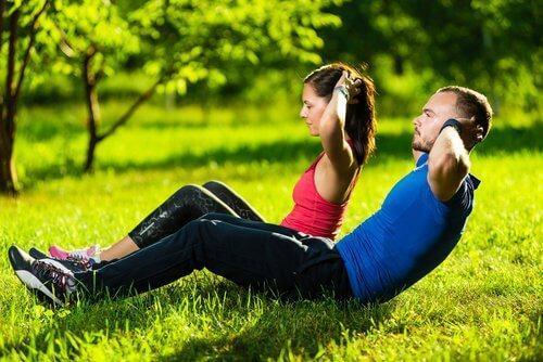 4. शरीर के ऊपरी हिस्से को मजबूत करने के लिए एक्सरसाइज