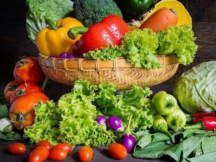सब्जियां और स्वास्थ्यवर्धक फल