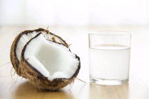 प्लेटलेट काउंट बढ़ाने के लिए नारियल पानी