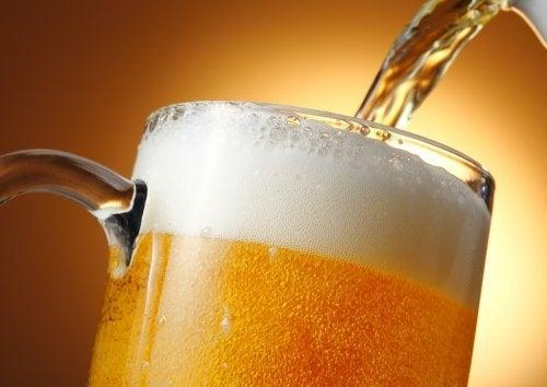बियर के आश्चर्यजनक 7 लाभ