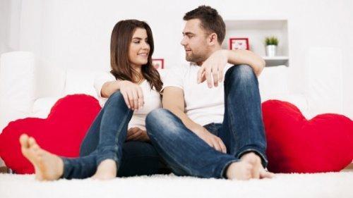 रिश्ते को सुरक्षित रखने के लिए एक-दूसरे से बातें करें