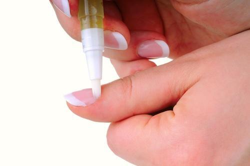 एक जवान त्वचा के लिए इस्तेमाल करें बादाम के तेल का