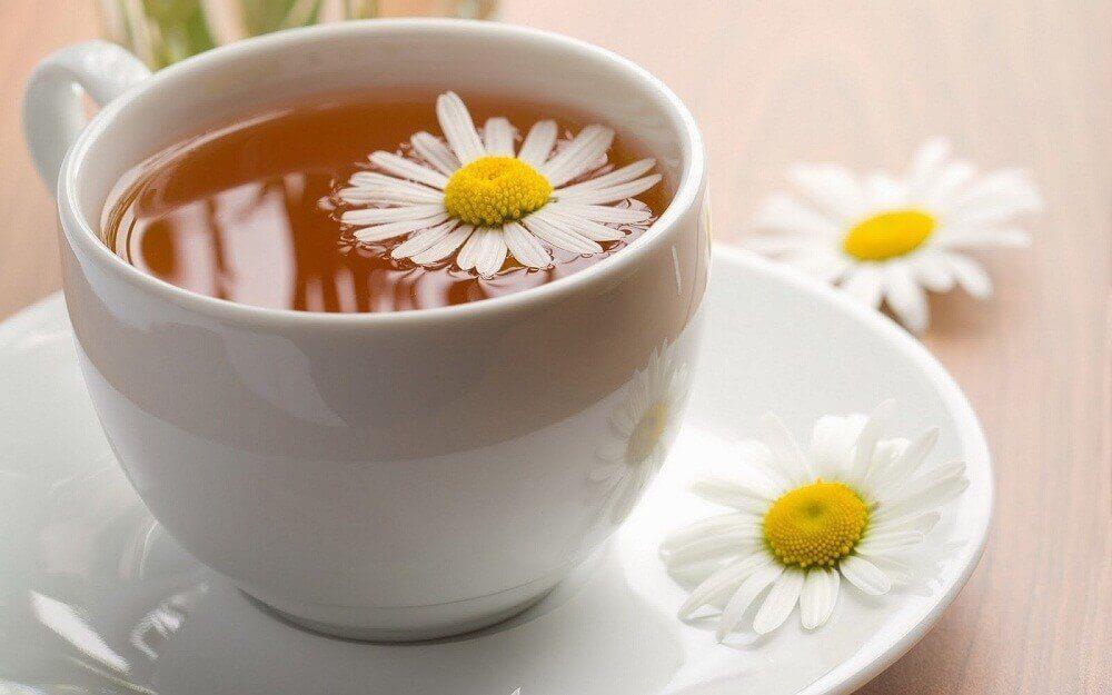 अदरक, केमोमाइल, और दालचीनी की चाय