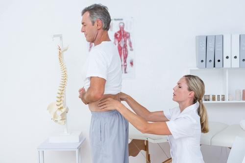 पीठ दर्द से राहत पाने के लिए स्क्वैट्स करें