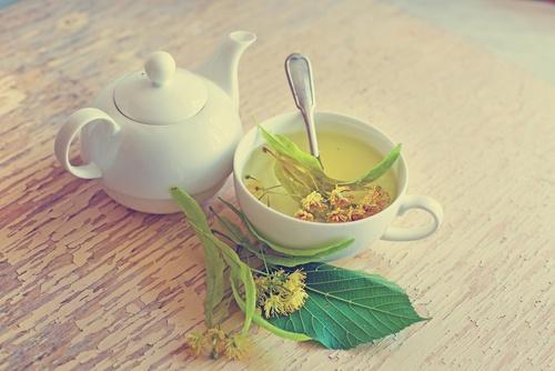 मसूड़ों की सूजन का लिंडन के फूल वाली चाय से बैर