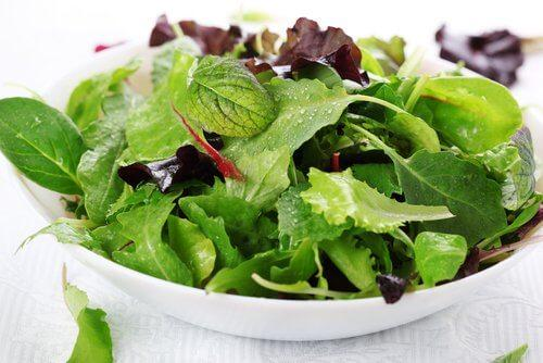 सब्ज़ियों वाले सलाद की मदद से हार्ट बर्न से राहत पाएं