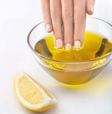 जैतून के तेल का इस्तेमाल कर पाएं जवान हाथ