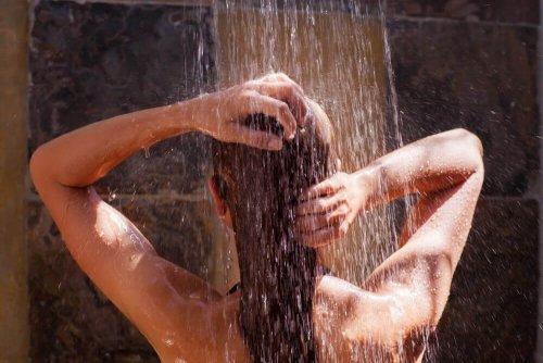 वेरीकोस वेंस: ठंडे पानी से नहाएं (Take a cold shower)