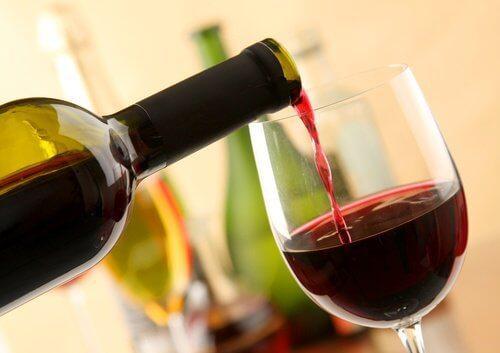 रेड वाइन पीने के 8 फायदे