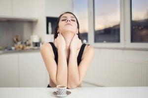 """गर्दन के दर्द से छुटकारा: तितलीनुमा नेक """"स्ट्रेच"""""""