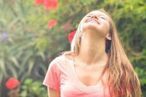 गर्दन के दर्द से छुटकारा: लेटरल नेक फ्लेक्सियन स्ट्रेच