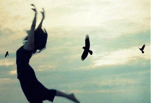 अपने ज़ख्मों से उभरकर एक स्वतन्त्र उड़ान भरें