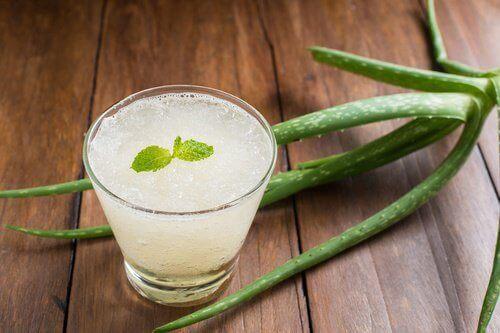 एलोवेरा जूस पीने की 8 वजहें और तैयार करने की विधि