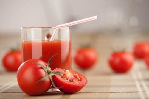 1. टमाटर का जूस (Tomato juice)