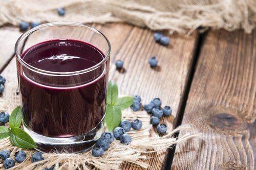 UTI यूरिनरी ट्रैक्ट इन्फेक्शन से लड़ने के लिए क्रैनबेरी का जूस (Cranberry juice)