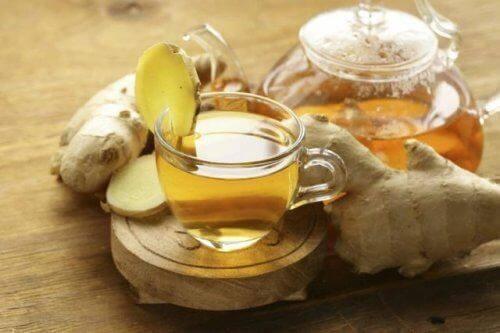 UTI यूरिनरी ट्रैक्ट इन्फेक्शन से लड़ने के लिए अदरक की चाय (Ginger tea)