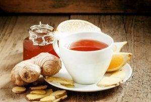 घुटनों की सूजन : अदरक और हल्दी चाय