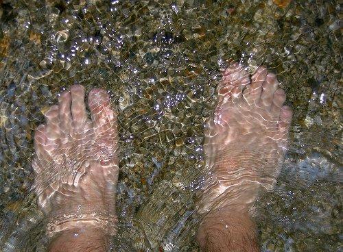 पैरों की फंगस का नमी से एक गहरा नाता होता है