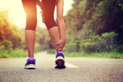 पानी की कमी की वजह से आपकी मांसपेशियों में ऐंठन हो सकती है