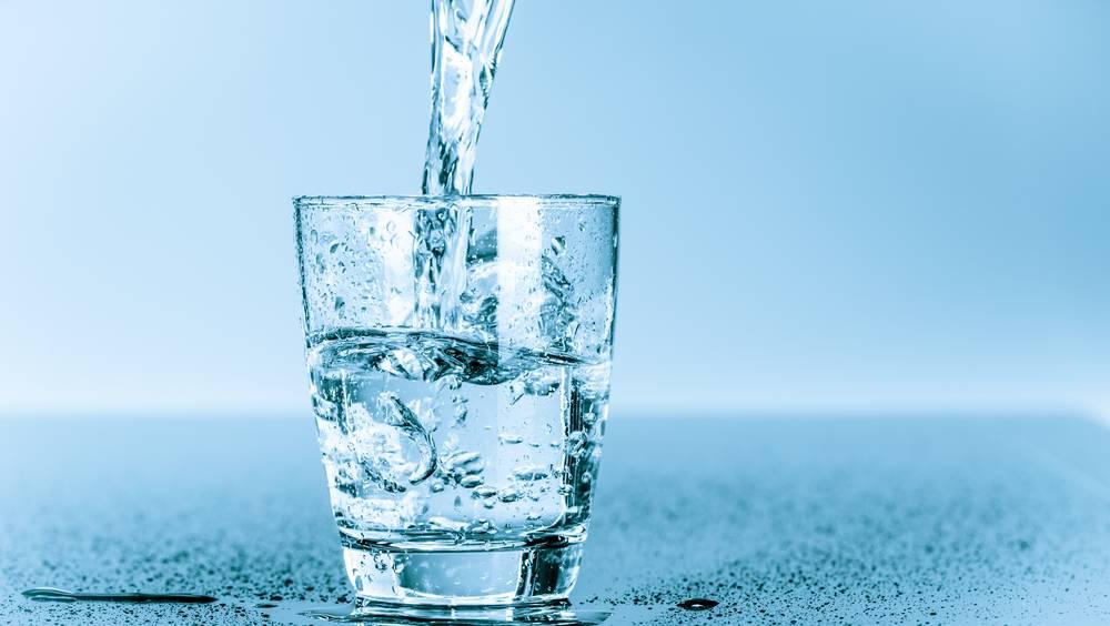 खाना खाने से आधा घंटा पहले क्यों पानी पीना चाहिए?