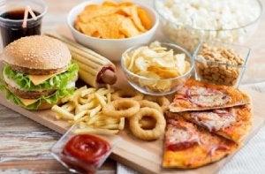 घुटने का दर्द : जंक फूड न खाएं