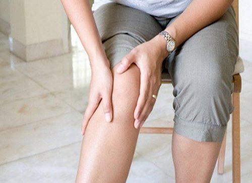 10 ट्रिक : डाइट के जरिये घुटने का दर्द कम करें