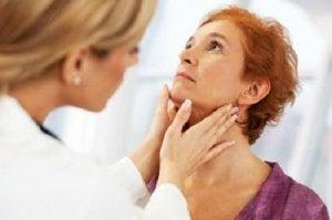 थायरॉइड की गड़बड़ी के आम लक्षण