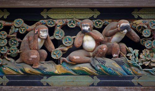 'तीन बुद्धिमान बंदरों' की मोहक शिक्षा