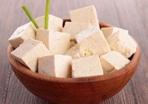 घुटने का दर्द कम करने के लिए टोफू खाएं