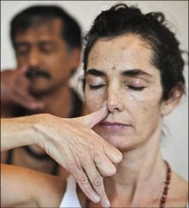 ब्रीदिंग टेकनीक : अनुलोम-विलोम (Alternative nasal respiration)