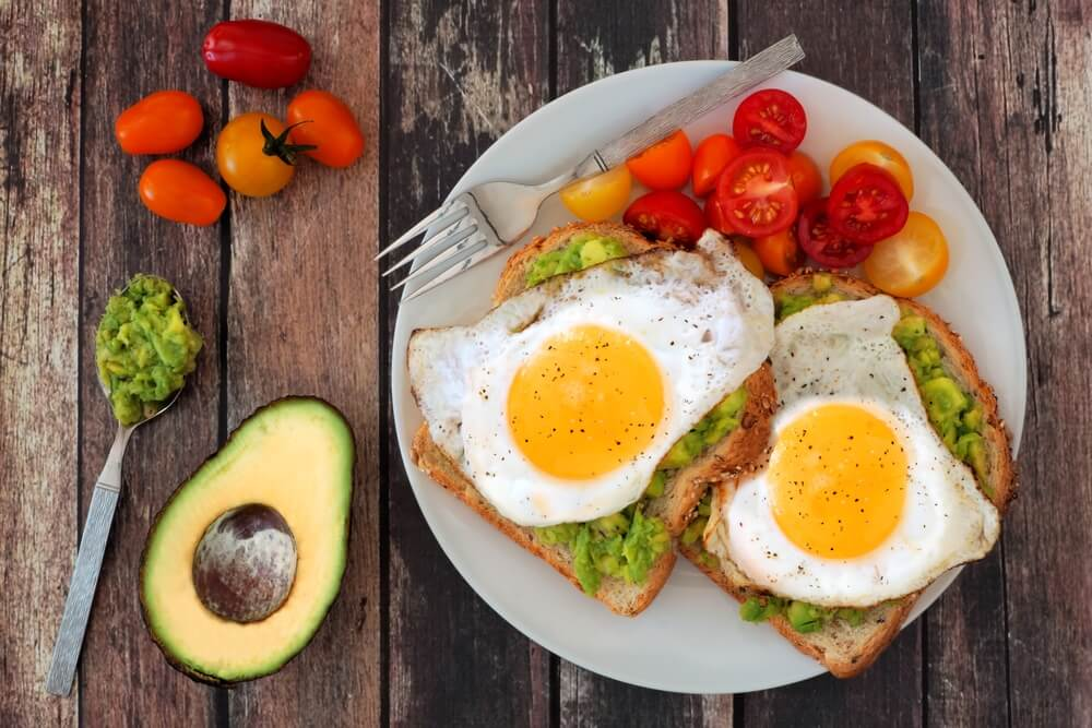 सपाट पेट पाने के लिए अच्छा नाश्ता ज़रूर करें