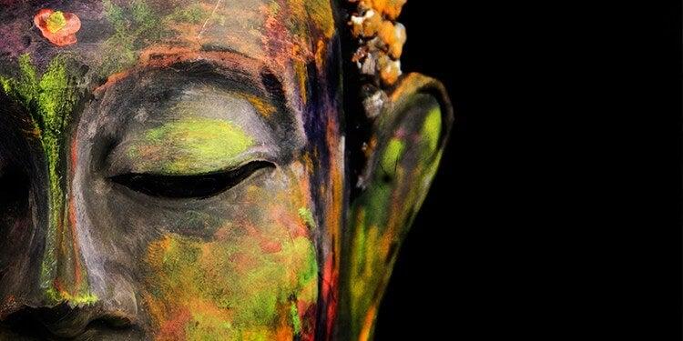 बौद्ध सिद्धांतों में अहम के मोह को त्यागने का परामर्श दिया गया है