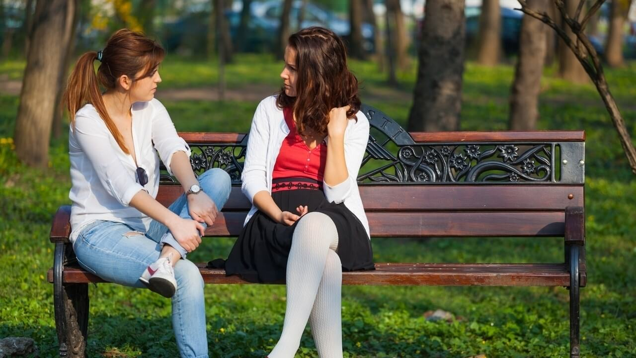 अपनी चिंता दूर करने के लिए किसी से बात करें
