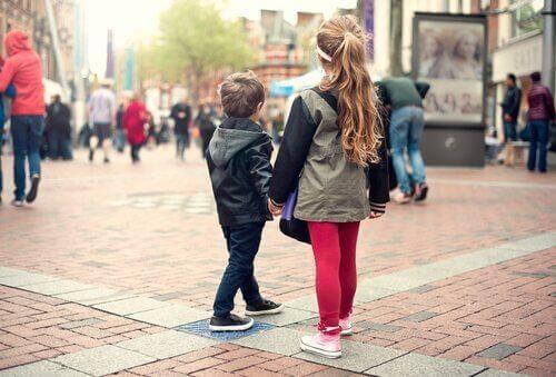 बच्चे को सिखाएं कि जब वे खो जाएं तो क्या करें