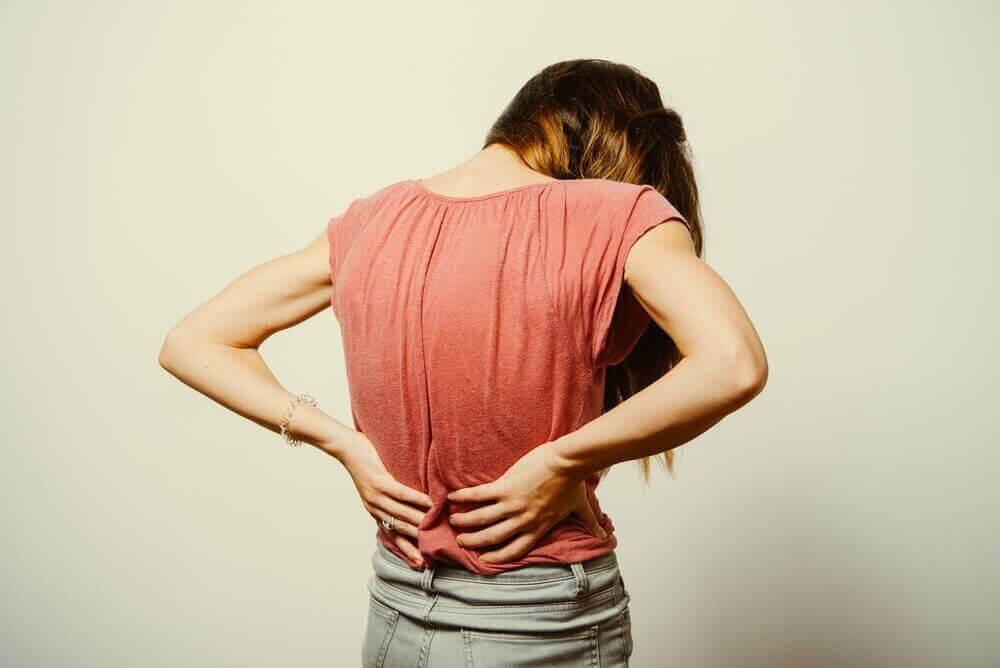 पीठ के निचले हिस्से में दर्द का इलाज : कारण