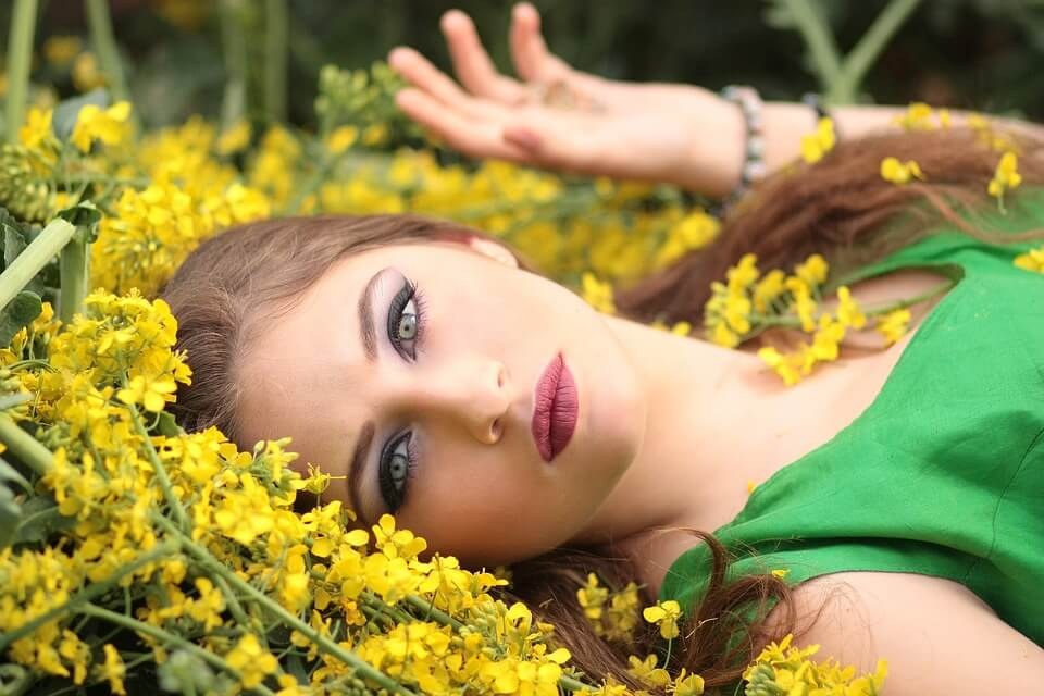 6 आसान उपाय सुंदर, दृढ़, जवाँ गर्दन पाने के लिए