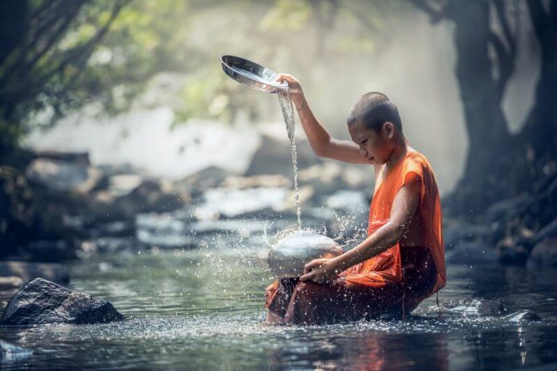 बौद्ध सिद्धांतों में प्यार और धीरज को बहुत तवज्जो दी गई है