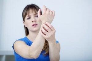 कलाई के दर्द में गर्मागर्म मालिश (Heated Massage)
