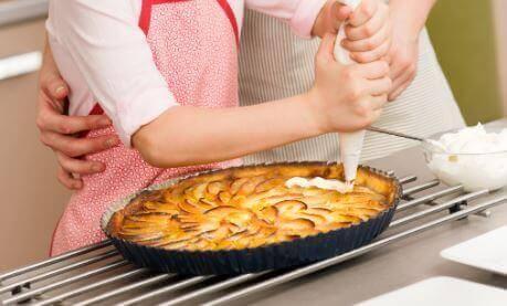 एपल टार्ट के लिए रसोई में अनूठे प्रयोग