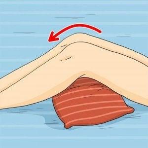 बेडसोर : घुटने के नीचे तकिया रखें