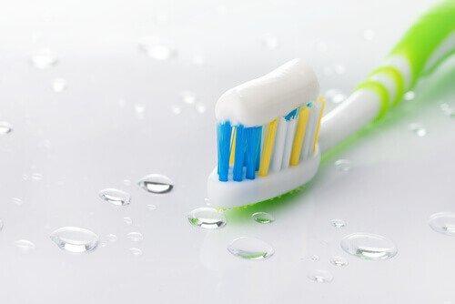 टूथपेस्ट (Toothpaste)