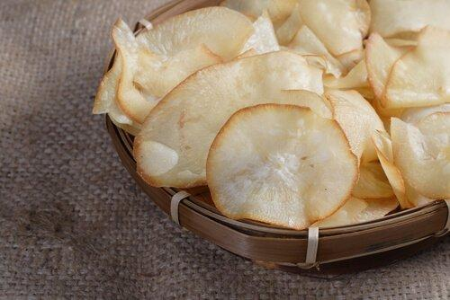 1. युक्का चिप्स (Yucca chips)