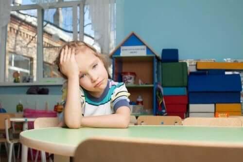बचपन का तनाव : वजह जब खुद माता-पिता हों