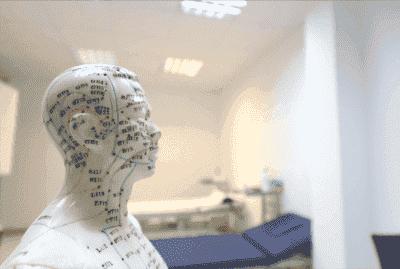 पार्किंसन रोग से लड़ने के लिए ऑरिक्युलोथेरेपी