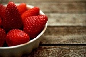 आँखों की सेहत : स्ट्रॉबेरीज (Strawberries)