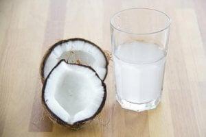 कैफीन प्रत्याहार : नारियल पानी (Coconut water)
